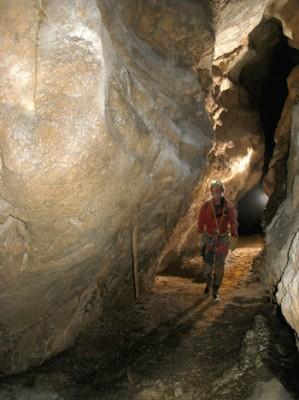 Dans la galerie du Lasso de la torca del Maxou Picchu.