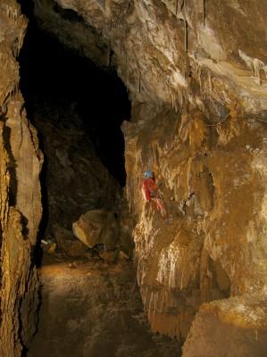 Vire pour atteindre l'amont de la galerie del Pedrito.