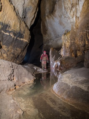 Le río de la cueva d'Helguera